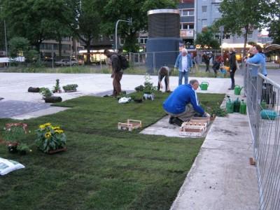 Grüne bei der Guerilla-Gardening-Aktion